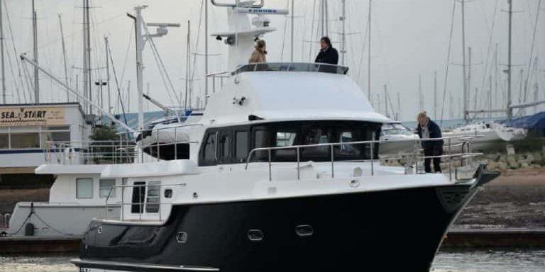 black-swan-boat